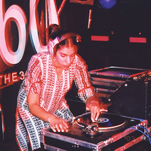 DJ Malika Shara rotates the room 360° with her medley of deep, dark n' dirty psy-teck sounds.