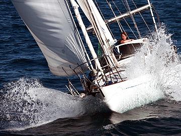 Zac Sunderland sails solo around the world on the intrepid