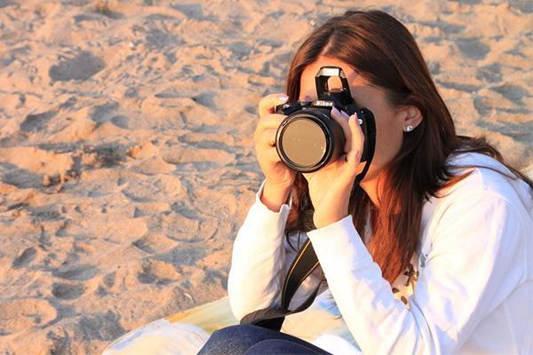 girl-photographer camera