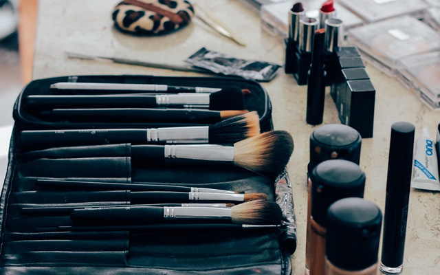 makeup kit - daily beauty routine